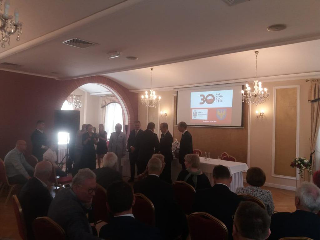 Wręczenie Panu Marszałkowi Senatu RP petycji dotyczącej sytuacji Gminy Dobrzeń Wielkiej w jakiej znalazła się po zmianach granic od 1 stycznia 2017 roku i w jakiej znajdzie się budżet gminy po 1 stycznia 2021