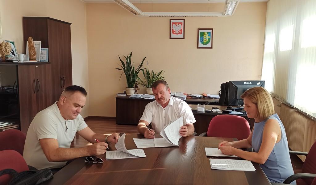 Podpisanie umowy na Budowę parkingu w m. Dobrzeń Wielki.