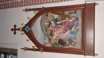 Stacja Drogi Krzyżowej nr IX Pan Jezus upada pod krzyżem po raz trzeci.