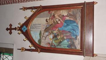 Stacja Drogi Krzyżowej nr V Szymon z Cyreny pomaga nieść krzyż Jezusowi.