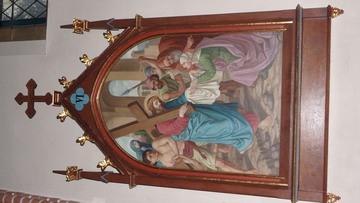 Stacja Drogi Krzyżowej nr VI Święta Weronika ociera twarz Pana Jezusa.